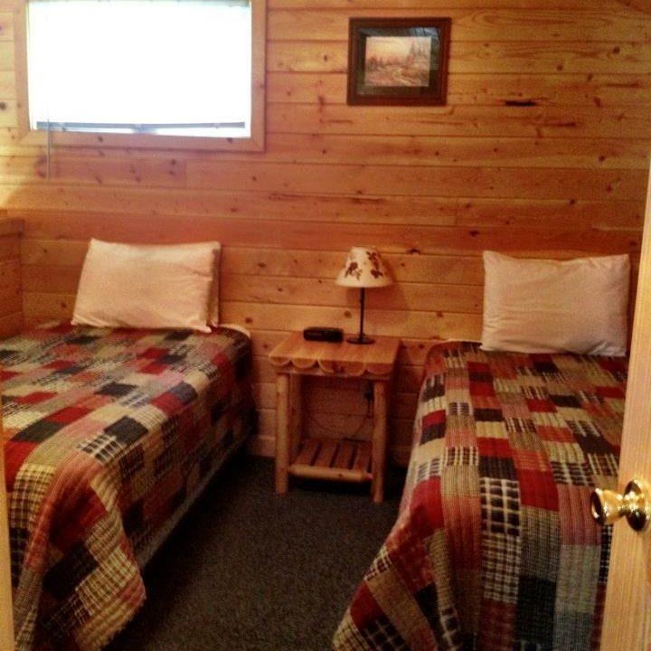 Cabin bedroom - twin beds